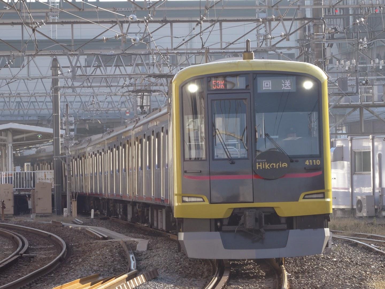 東上線坂戸駅を発車する東急5050系「Shibuya Hikarike号」