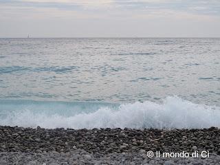 Nizza, FR, il mare d'autunno