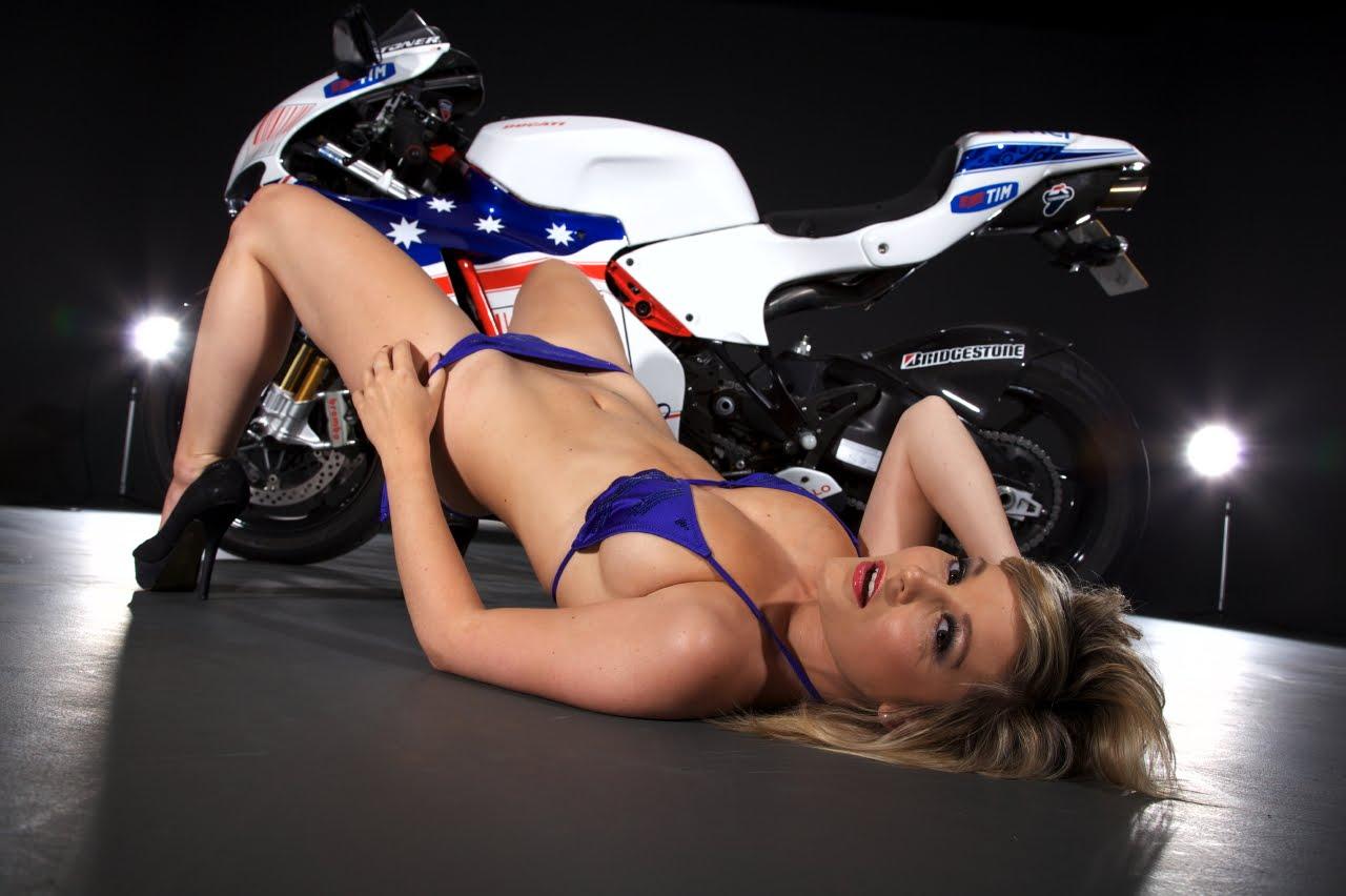 http://3.bp.blogspot.com/-3s2grM1k8mg/Tef2YRu0MVI/AAAAAAAACFI/ya6wMypoanY/s1600/ducati-sexy-girl-back.jpg