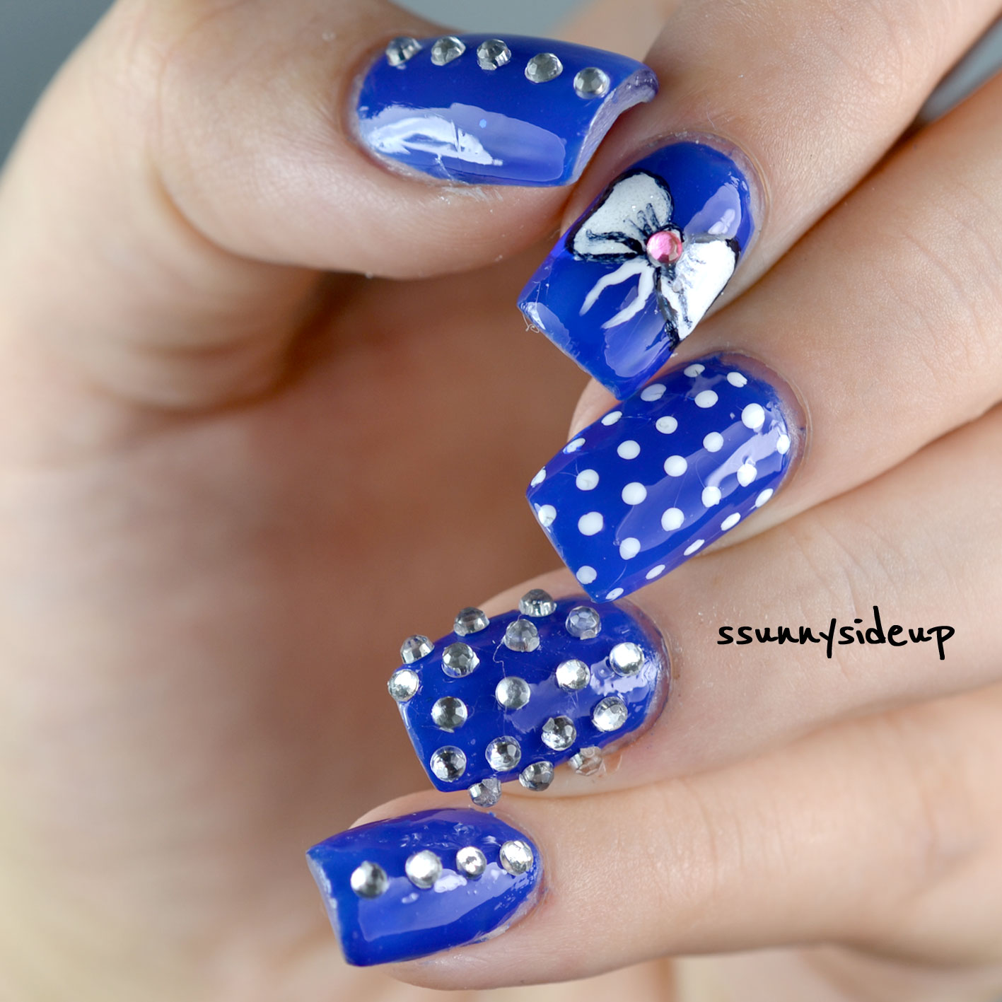 ssunnysideup: Bow and jewels nails