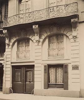 Balcon du 4 rue La Feuillade à Paris vers 1900, photo de Atget