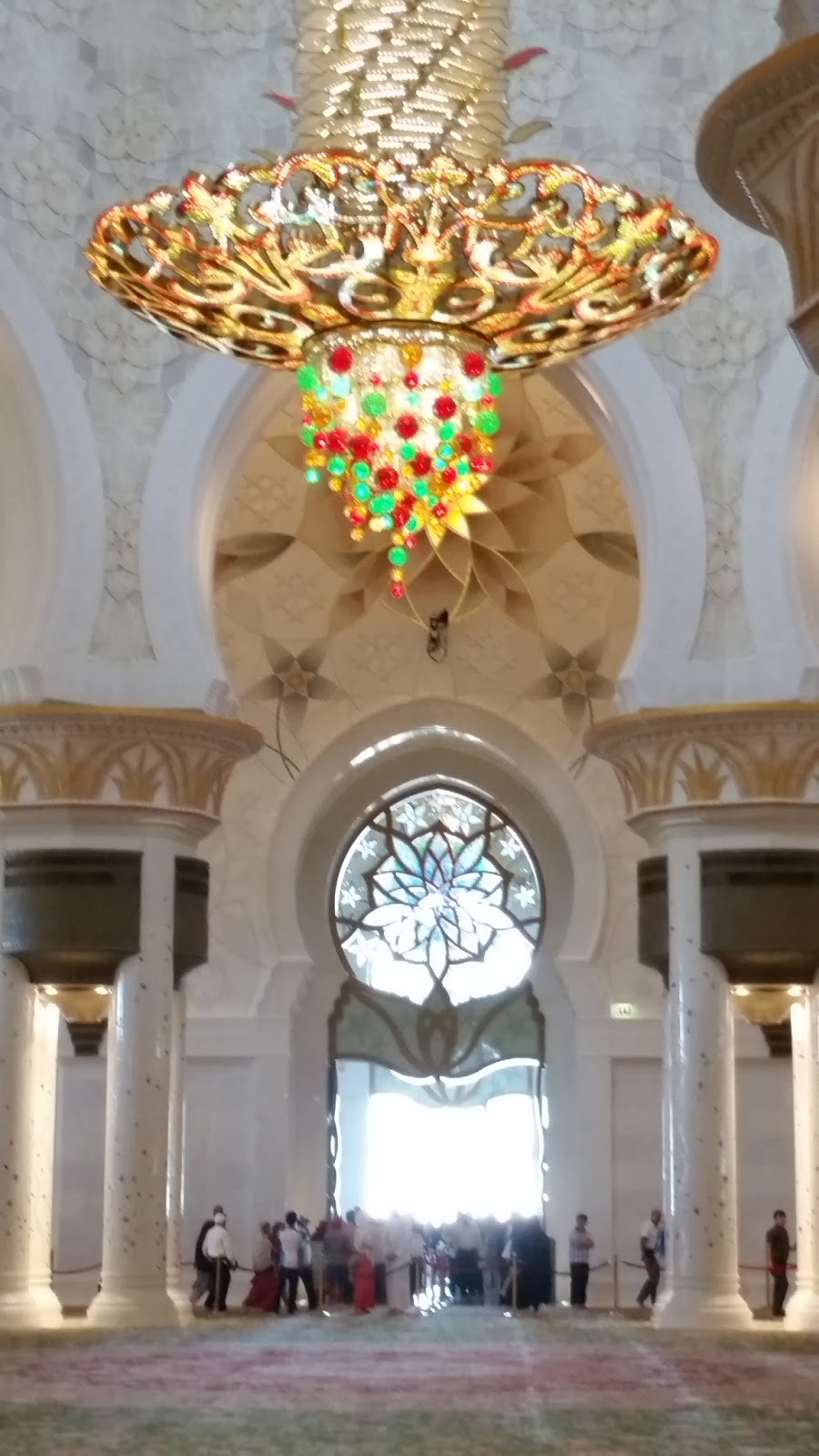 Lets soar with eagles the united arab emirates abu dhabi sheikh the largest chandelier is the third largest in the world and is 10 meter 33 ft in diameter and 15 meter 49 ft in height arubaitofo Image collections