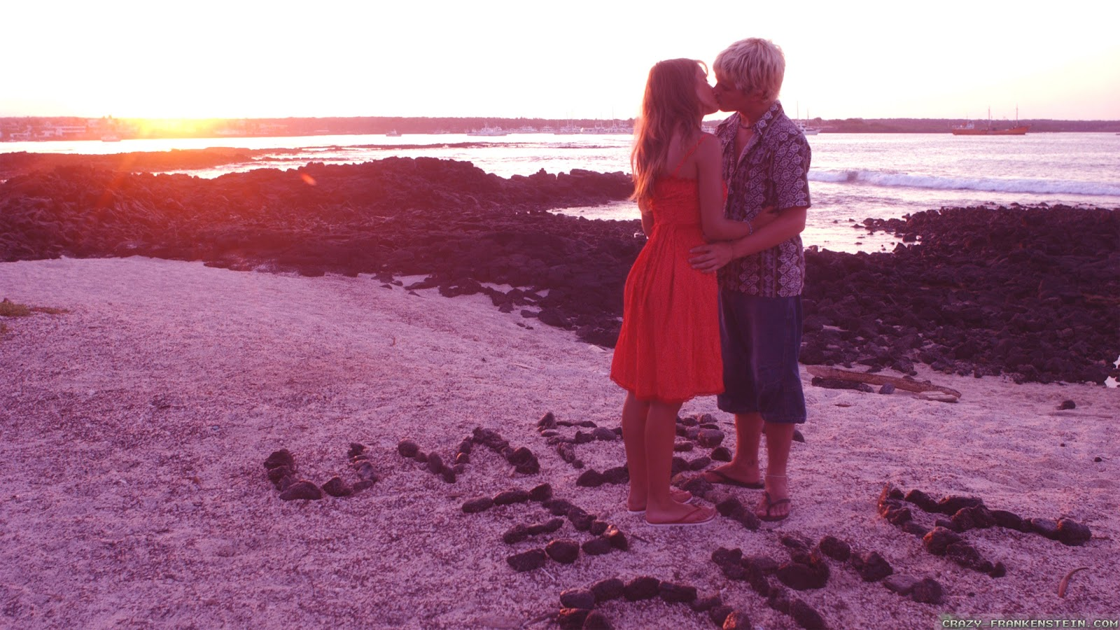http://3.bp.blogspot.com/-3sW1LgbQz_w/T_himQ9_ibI/AAAAAAAAD48/TYqk6Z10f7c/s1600/on-beach-love-couple-wallpapers-2560x1440.jpg
