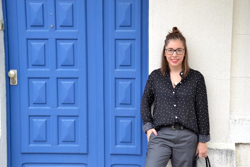 chemise à pois Sheinside, pantalon tailleur gris forever21, balenciaga bag et espadrille noire et blanche, collier IM