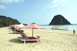 Wisata Bromo, Pantai Pulau Merah Banyuwangi