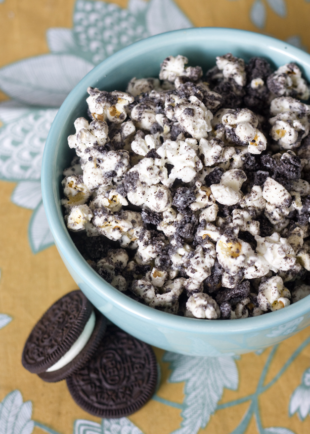 Making This Is So Easy As In The Hardest Part Not Burning Popcorn Freshly Popped Kettle Corn Mixed With Crushed Oreoelted White