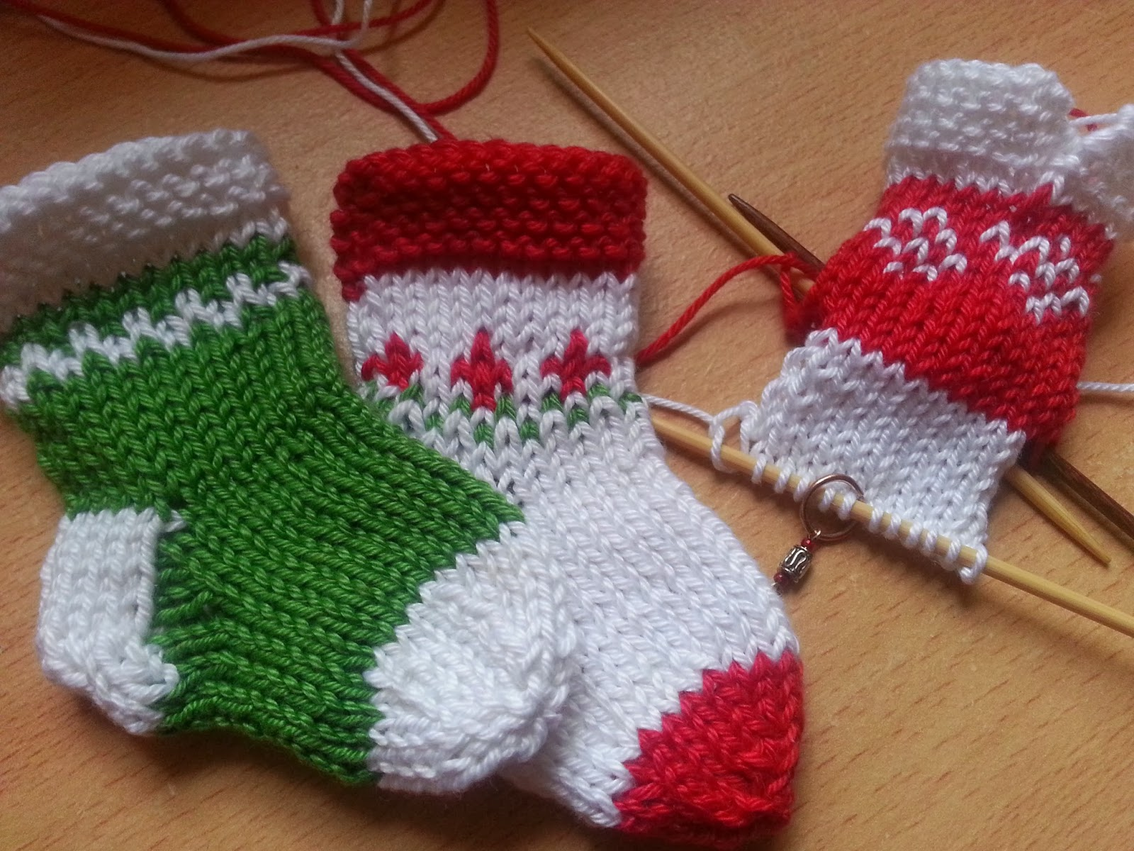 knitshop.co.uk: Knit Christmas mini stockings for your tree