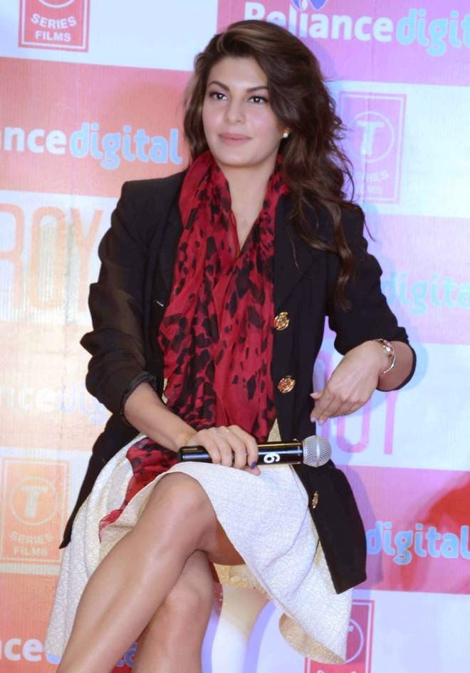 Jacqueline Fernandez Hot Leg Photos