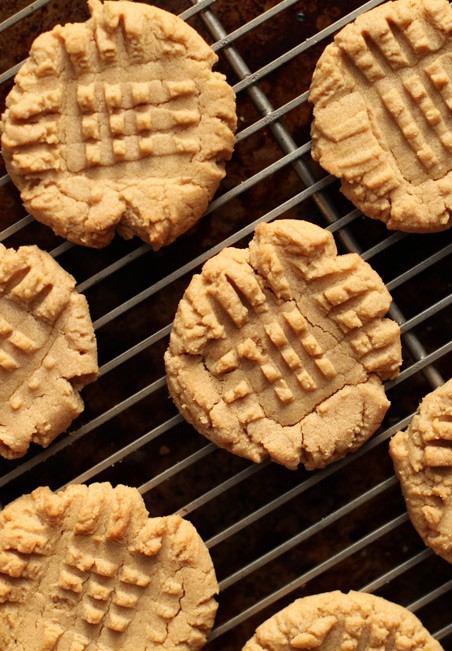 Four-Ingredient Flourless Peanut Butter Cookies | Cook'n is Fun - Food ...
