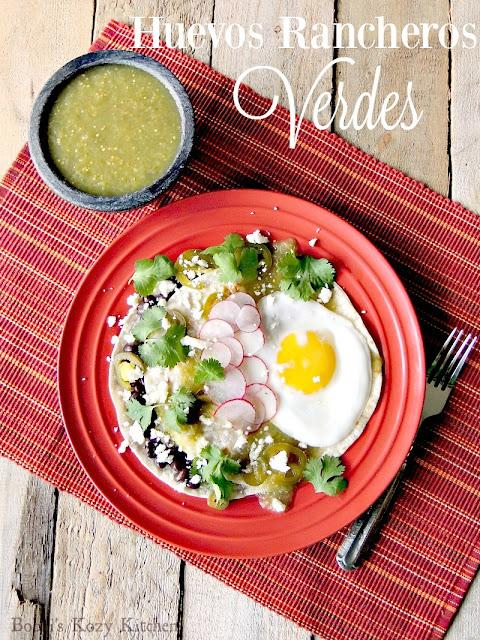 Huevos Rancheros Verdes from www.bobbiskozykitchen.com