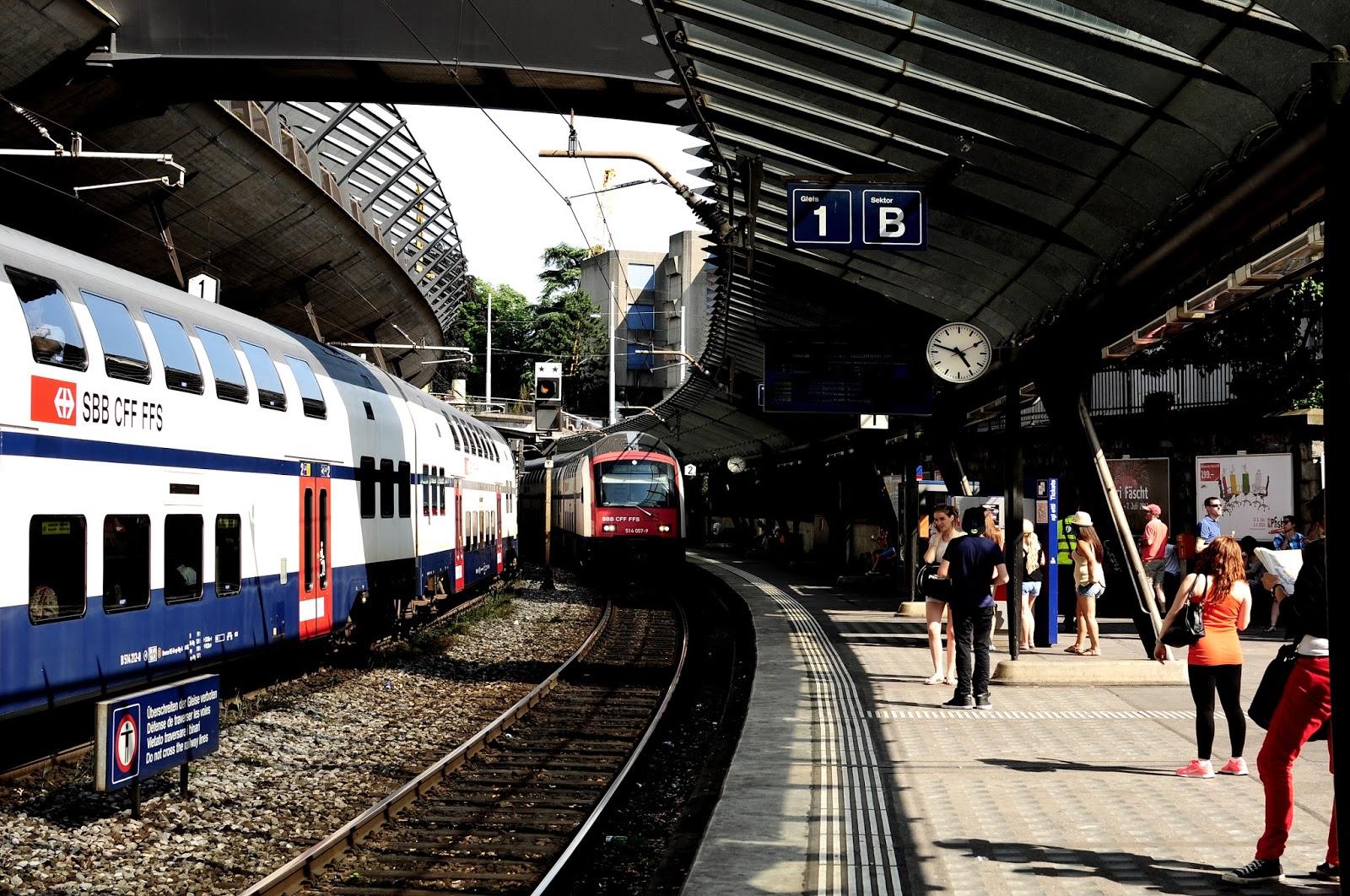 Calendar Zurich : Loving switzerland stadelhofen station calatrava