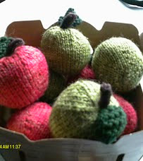 http://www.ravelry.com/patterns/library/knitted-apples