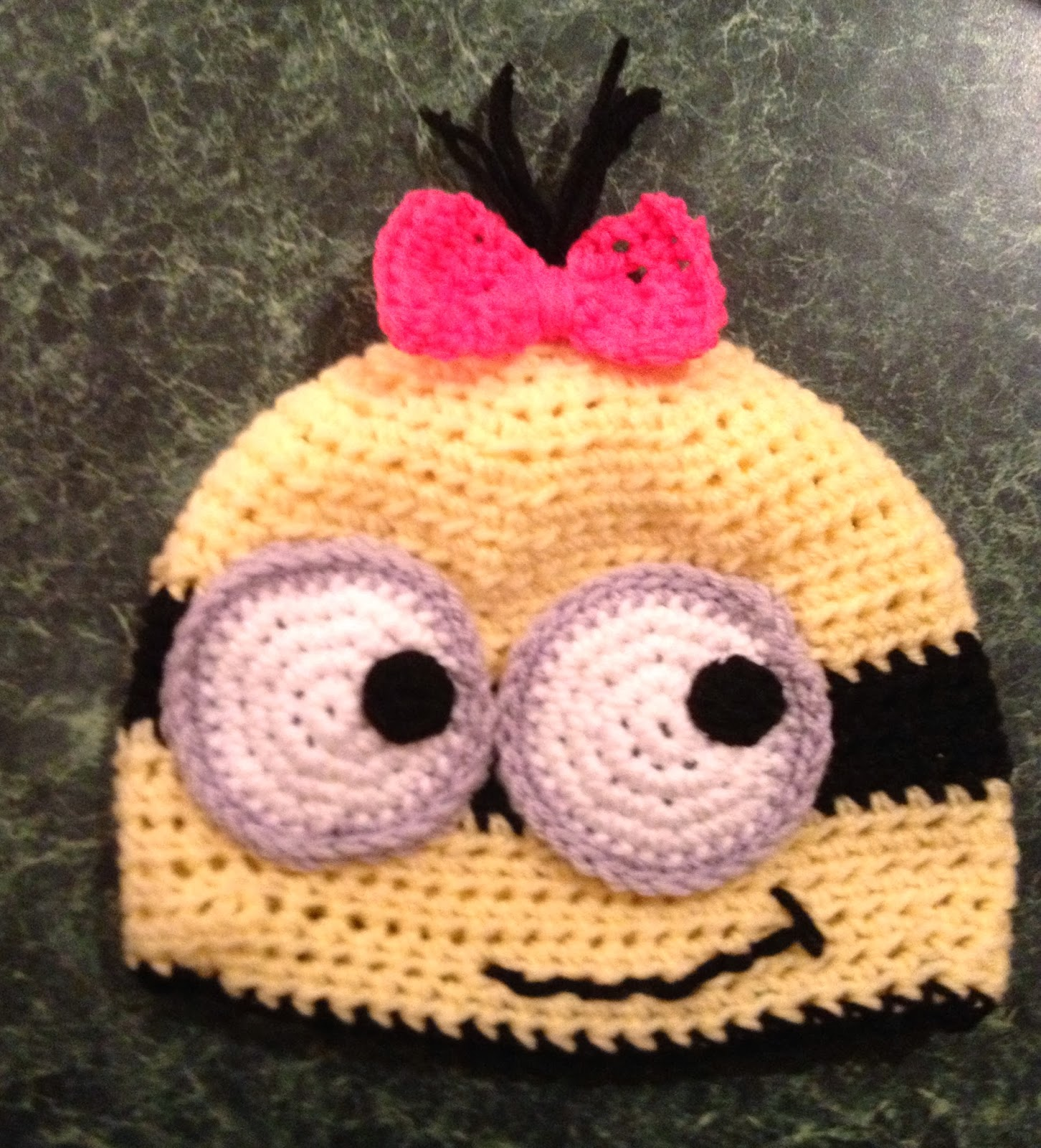 Free Crochet Patterns Mittens Hats : Free Crochet Connection: MINION HAT AND MITTENS SET