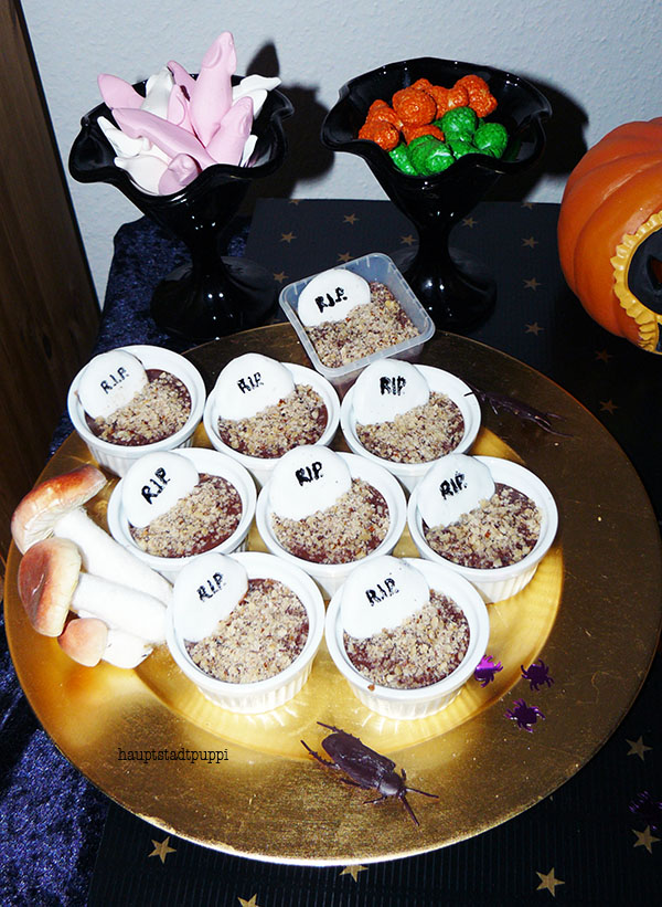 Grave Cupcakes, Oger Snot and White Mice ... Halloween Sweet Table by Hauptstadtpuppi