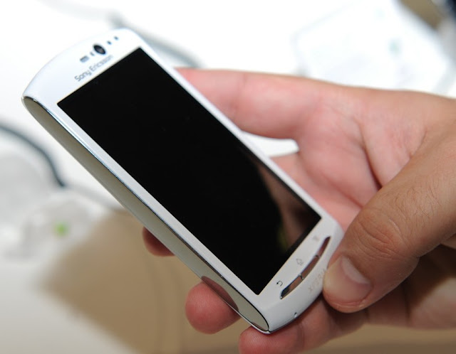 white hands on launch xperia neo v