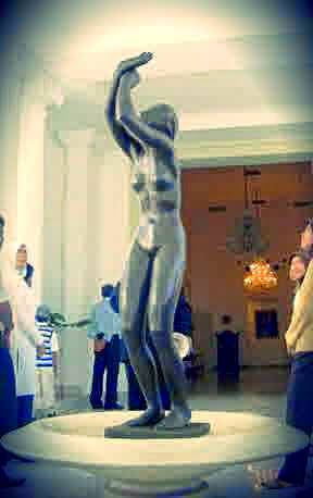 Patung Perunggu Wanita di Istana Bogor
