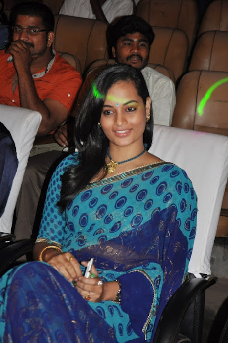 sanjana singh gets spicy legs at screen moon award 2012 latest photos