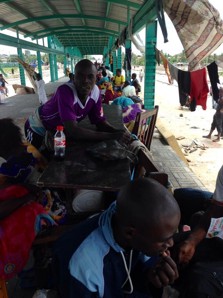 Watu takribani 500 walilala hapa Jangwani bus station. Hadi sasa hakuna chakula. — Irenei Kiria Aprili 13, 2014.