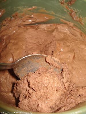 Essa receita é 2 em 1: Aprenda a fazer Leite condensado caseiro e também sorvete de chocolate caseiro!