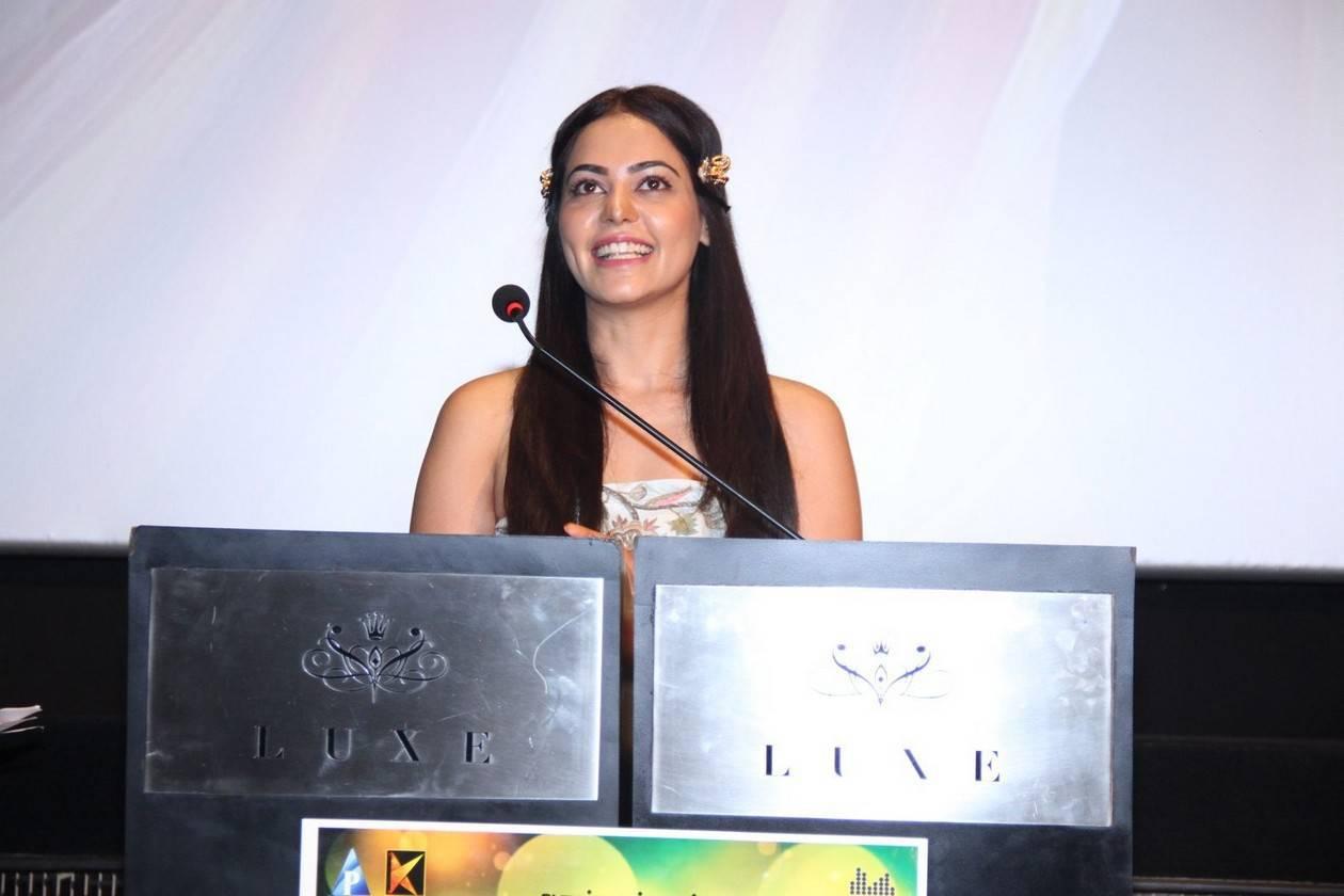 Bindu Madhavi Latest Photos At Savaale Samaali Trailer Launch