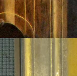 Le cornici nel dipinto (sopra) e nel portone (sotto)