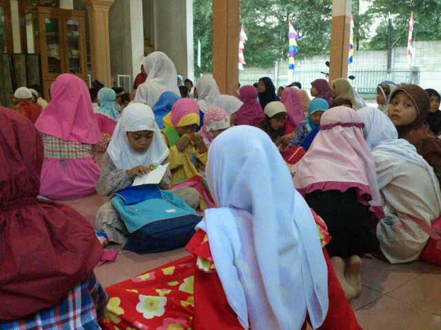 caneSia & SLTPN 41 di Mesjid Hidayatul Muttaqin