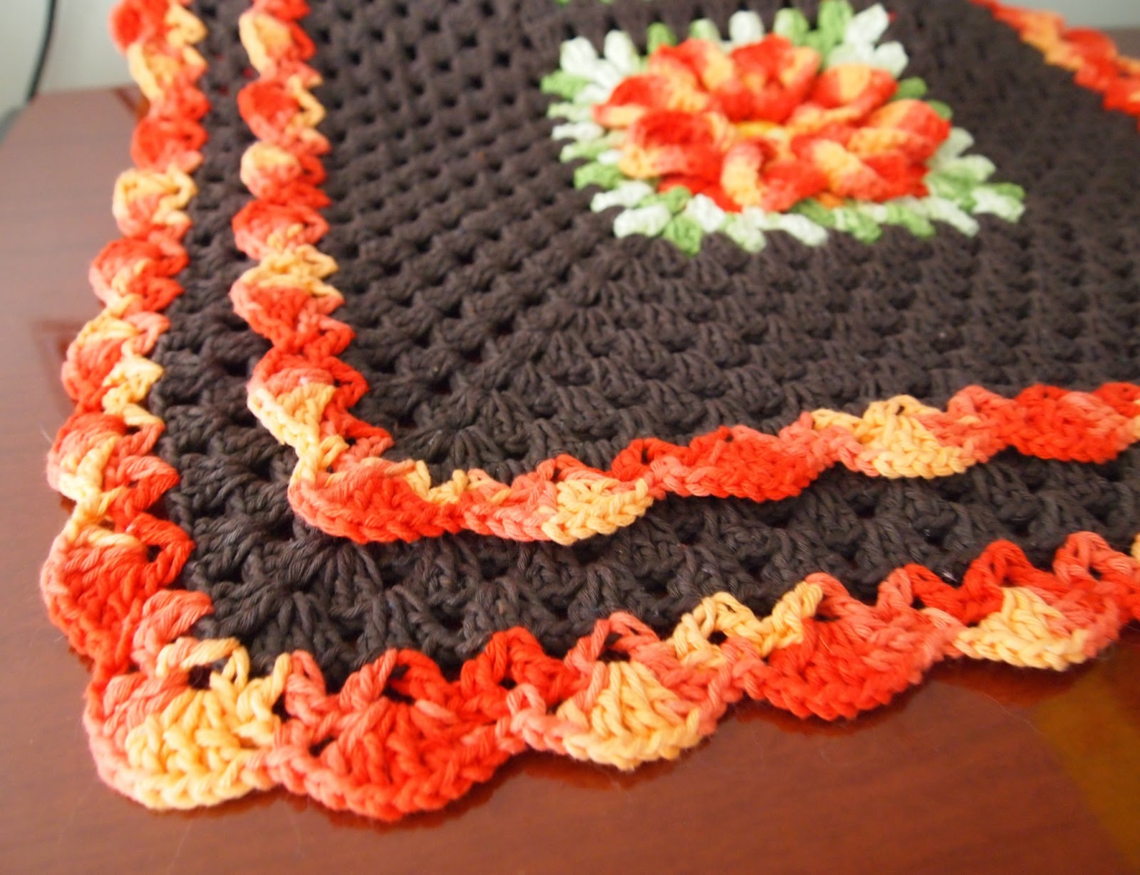 os croches da elsa tapete marrom   flor bicuda