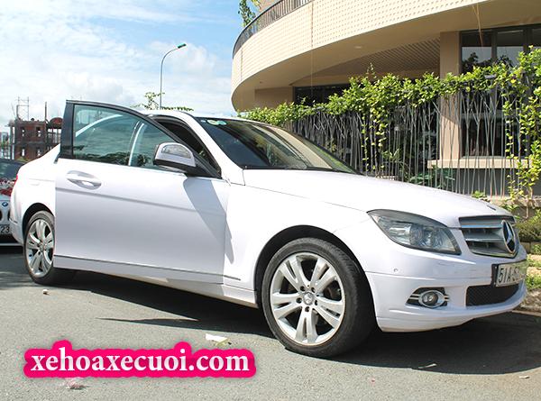 Cho thuê xe tự lái Mercedes C200