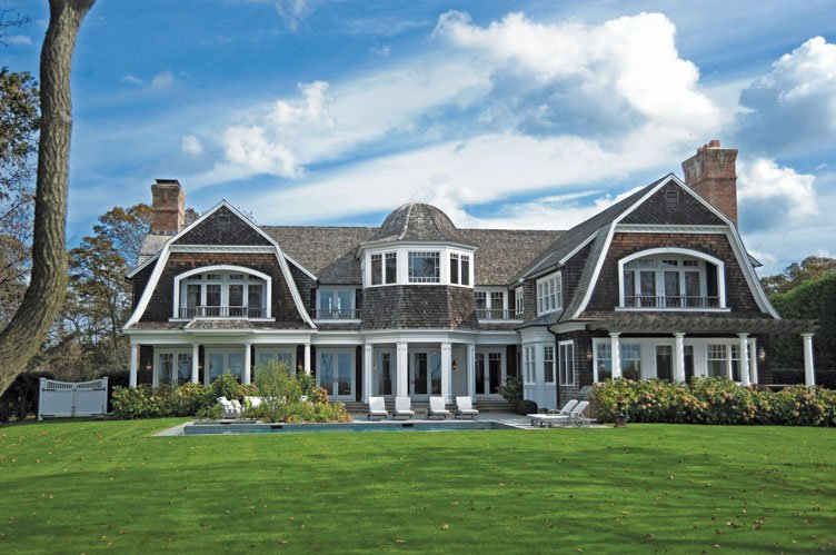 Between the boxwoods hamptons style home for Hampton style beach house plans