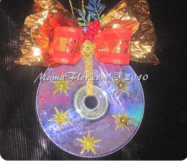 http://www.mamaflor.com/2010/11/como-decorar-un-cd-en-un-adorno.html