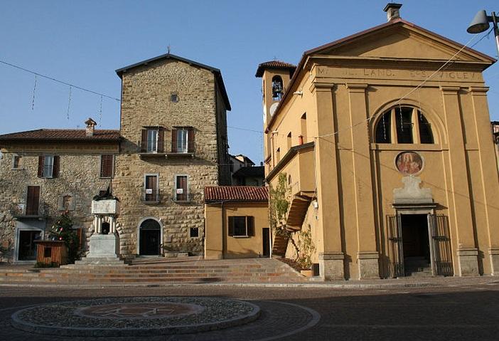 Mercato dell 39 antico imbersago lecco 2012 - Mercatino imbersago ...