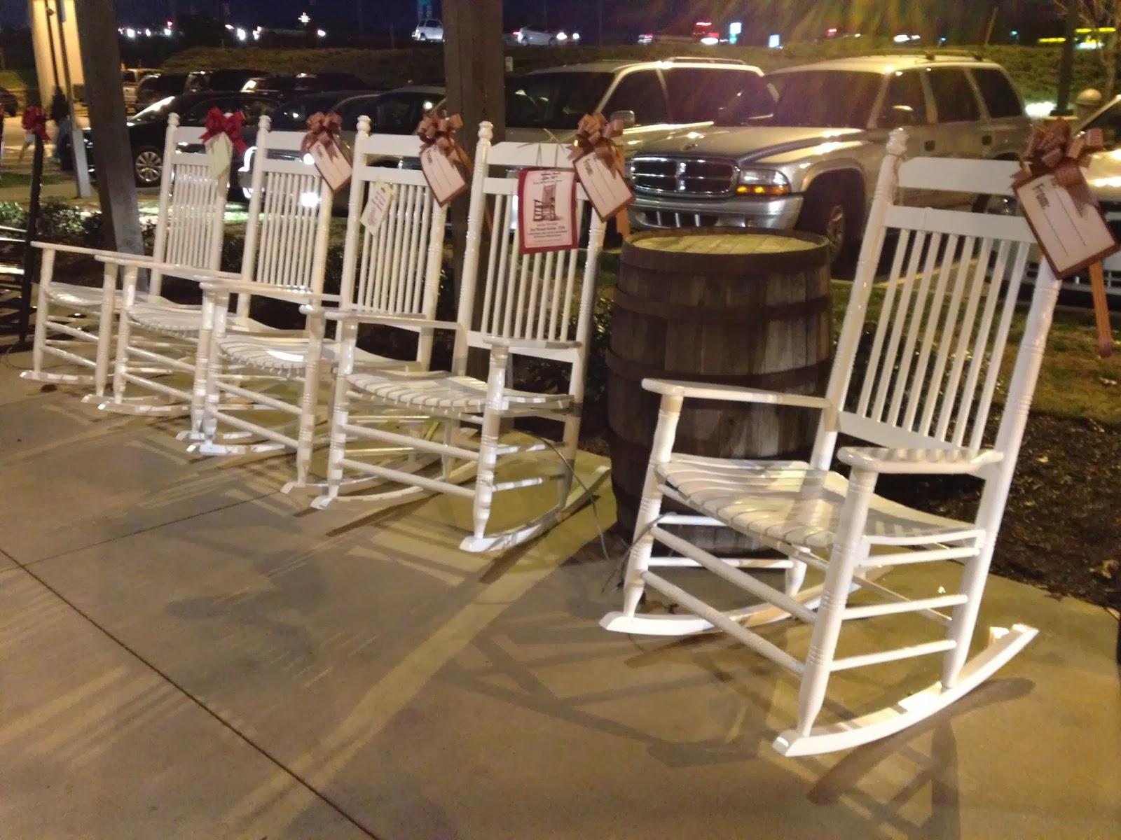 #8E723D uma cadeira de balanço para melhor curtir um acalorado dia de verão 1600x1200 px cadeira de balanço para varanda @ bernauer.info Móveis Antigos Novos E Usados Online
