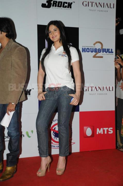 - HOUSEFULL 2 Babes at Special Screening For Cancer Aid Foundation
