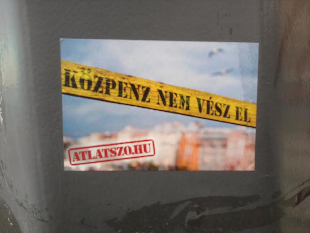 atlatszo.hu, Budapest, street art, matrica, sticker, Budai rakpart