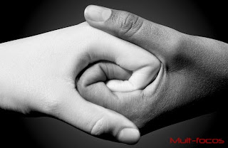 Mão entrelaçadas