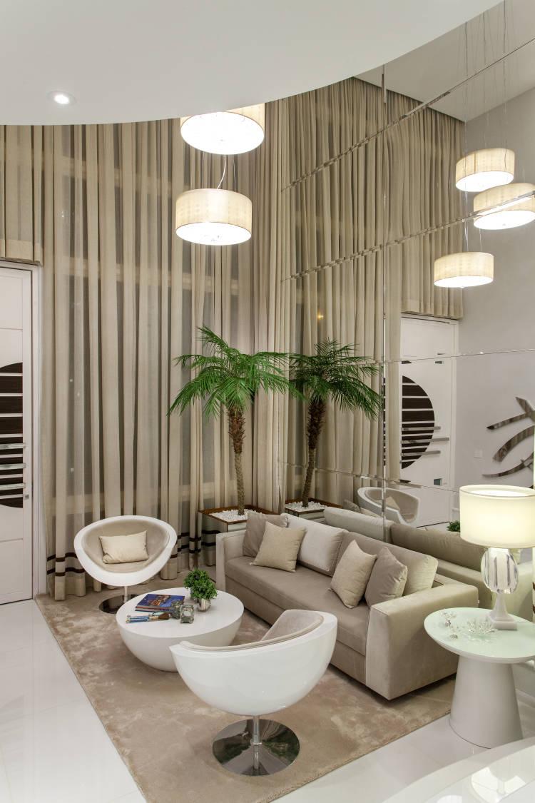 Apartamento em tons neutros com vista para o mar a for Salas modernas de casas