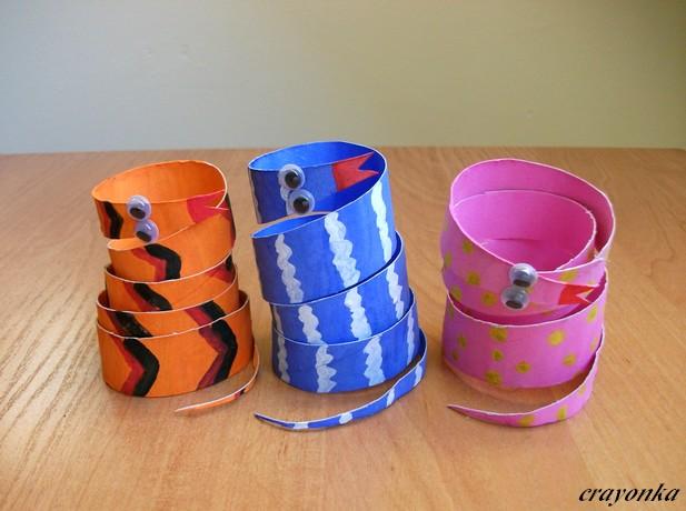 Prace plastyczne - Kolorowe kredki: Wesołe węże z rolek po papierze  toaletowym