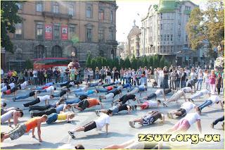 Акция проводилась с целью пропаганды здорового образа жизни. Ежегодно в Украине от болезней, вызванных вредными привычками, умирают тысячи людей. Цифра растет каждый год. По детскому алкоголизму - Украина занимает лидирующие места в Европе!