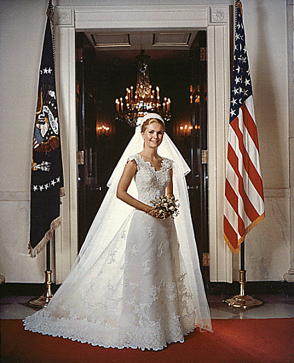 In 1971, Julie Nixon wore a wedding gown that Jim Hjelm designed.