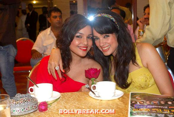 Chitrashi Rawat, Vidya Malvade - Hot Bollywood Beauties celebrate International Diamond Day