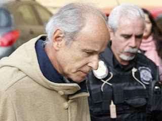 A PF concluiu inquérito da Andrade Gutierrez na noite deste domingo (19). O relatório parcial foi protocolado no processo eletrônico da Justiça Federal por volta das 19h30. Por meio de nota, a empreiteira Andrade Gutierrez informou que não tem ou teve qualquer relação com os fatos investigados pela Lava Jato. A nota relata que a empresa sempre esteve à disposição das autoridades para colaborar com as investigações para esclarecer as dúvidas.