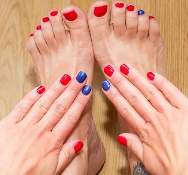 Фото ногти красные с синим