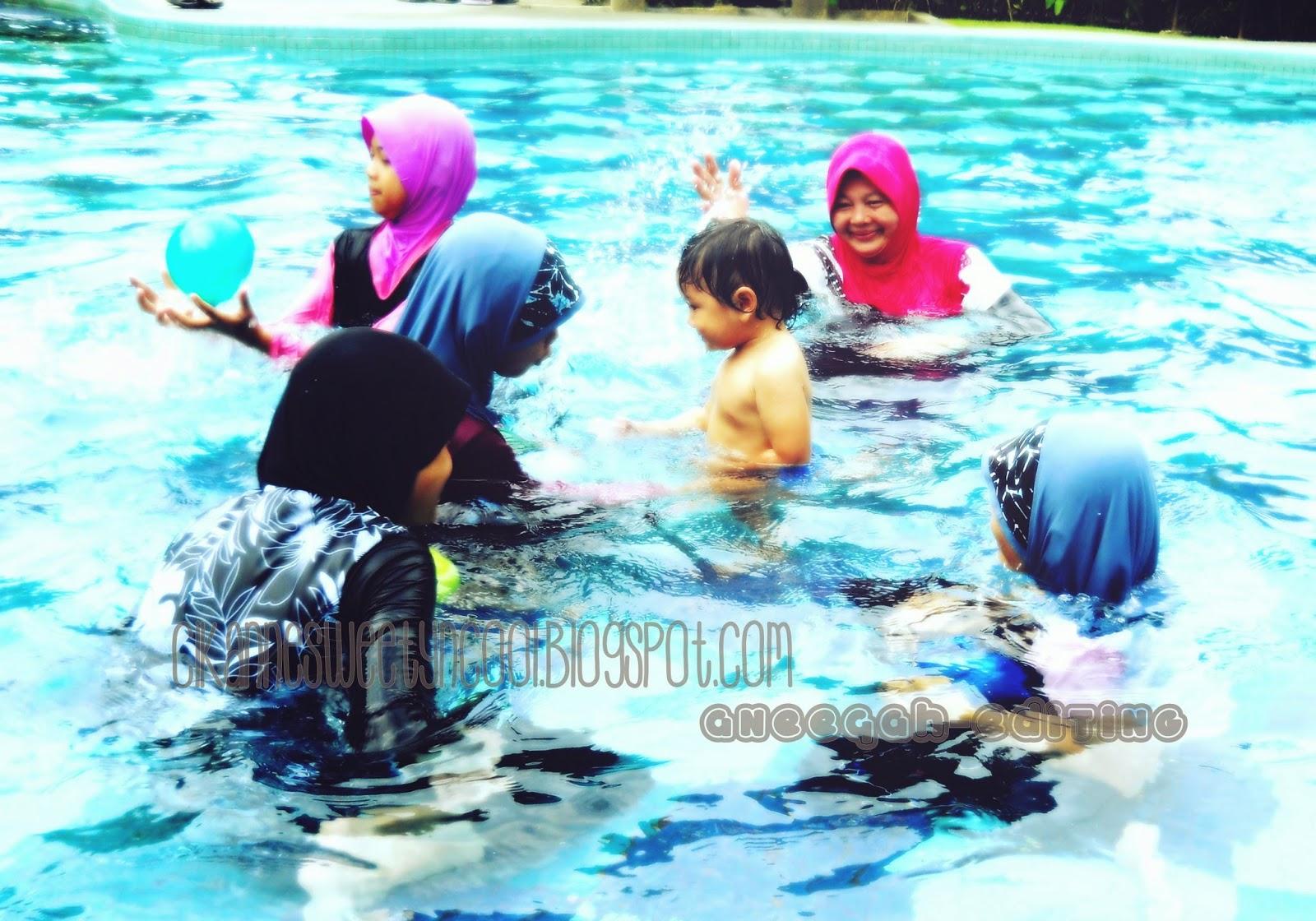 Hari Keluarga dan mandi di kolam renang