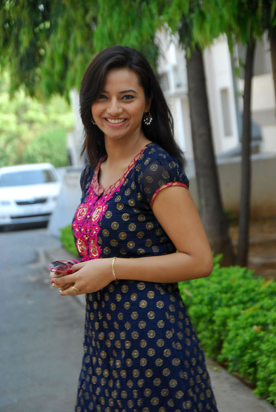 Tamil Cinema Gallerys: Isha Chawla Cute photos