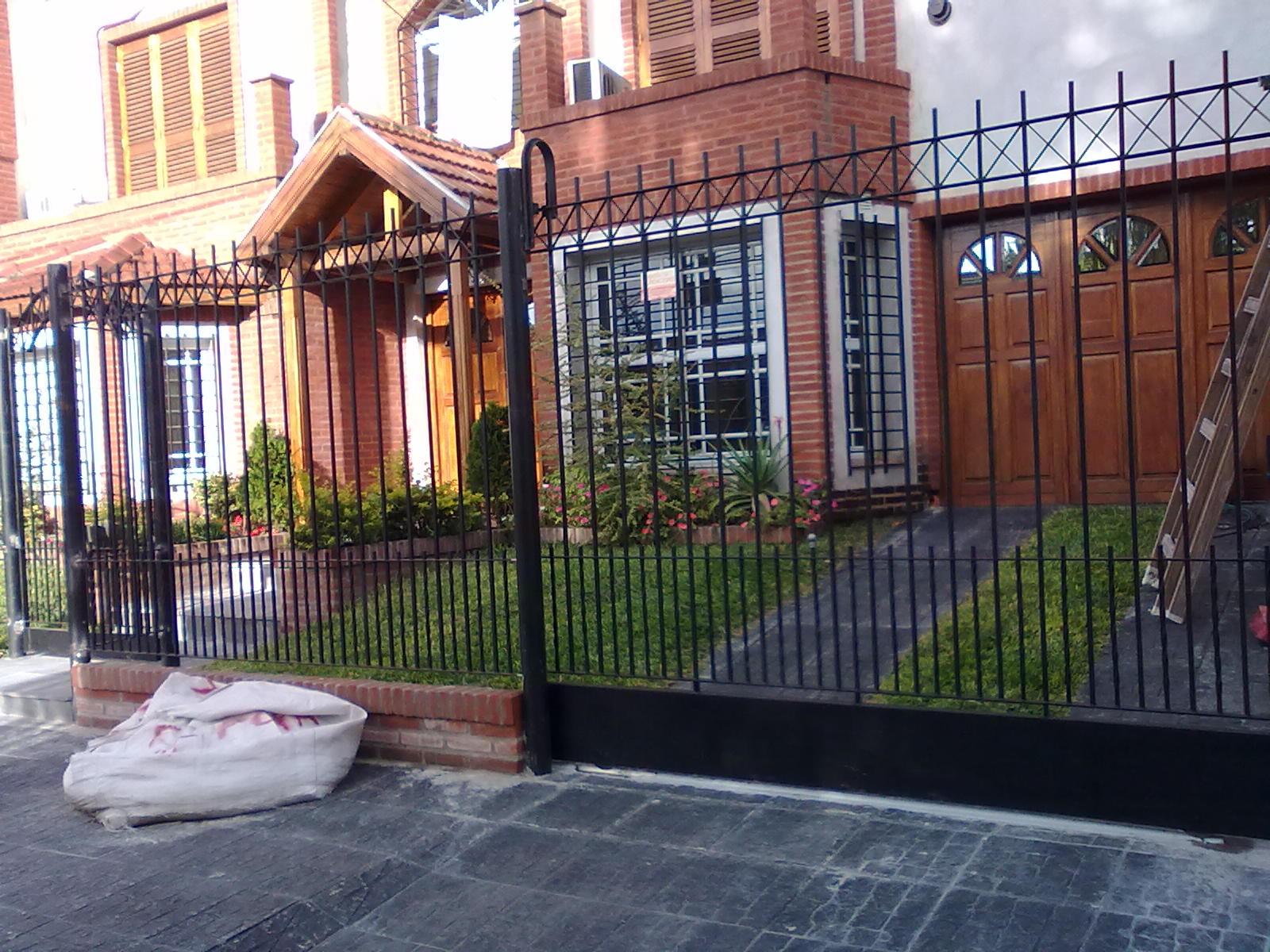 Herreria lomas rejas para frente de casa for Puertas para frente de casa fotos
