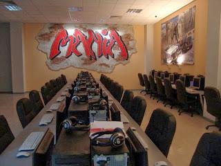 Интернет зала MANIA PRINT - стенна рисувана декорация изградена в релеф 1