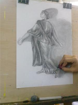 Dibujo a carboncillo de María