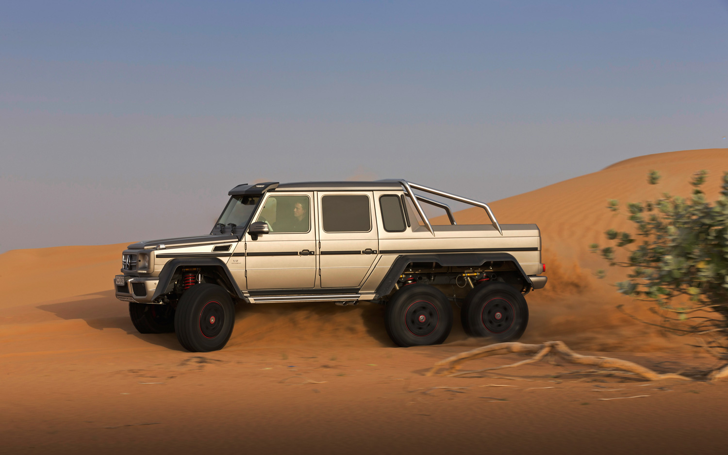 Mercedes benz g63 amg 6x6 2013 netcarshow for Mercedes benz amg 6x6