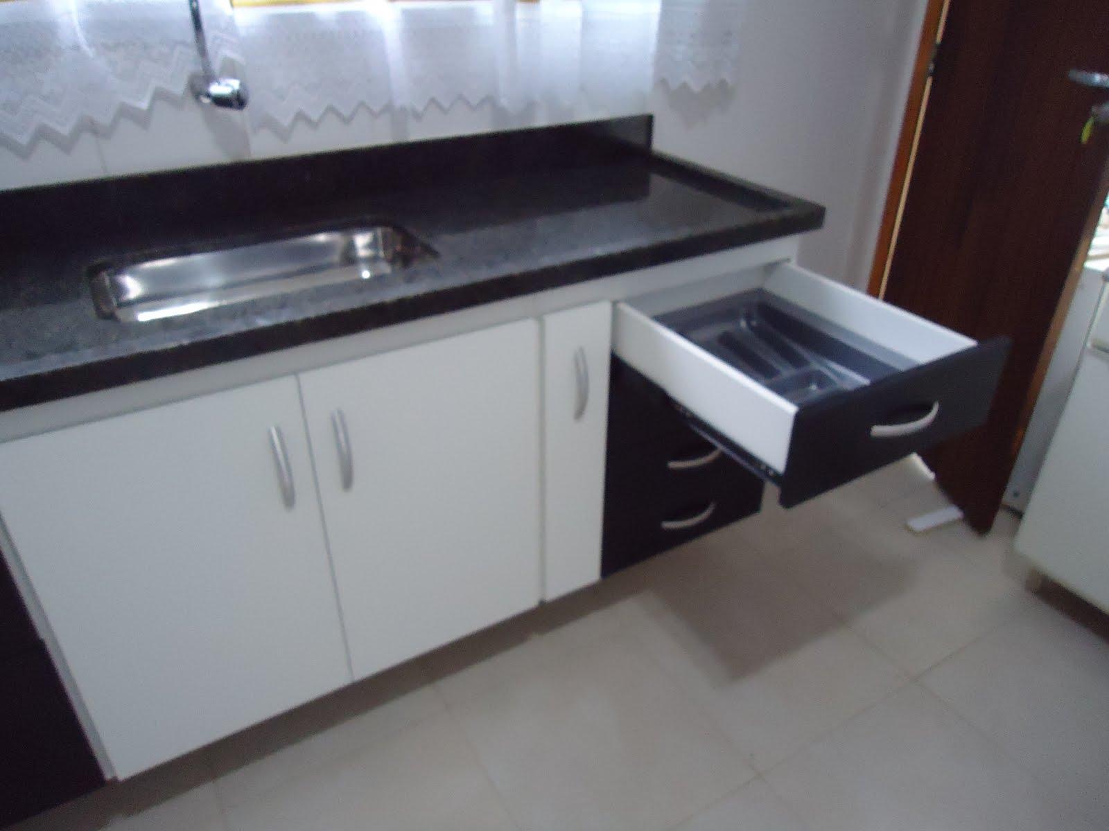MÓVEIS SOB MEDIDA: DETALHE DO PORTA TALHERES PVC PRATA #51627A 1600 1200