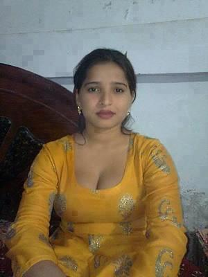 Bollywood69.com: Indian desi girl in tight salwar and showing cleavage